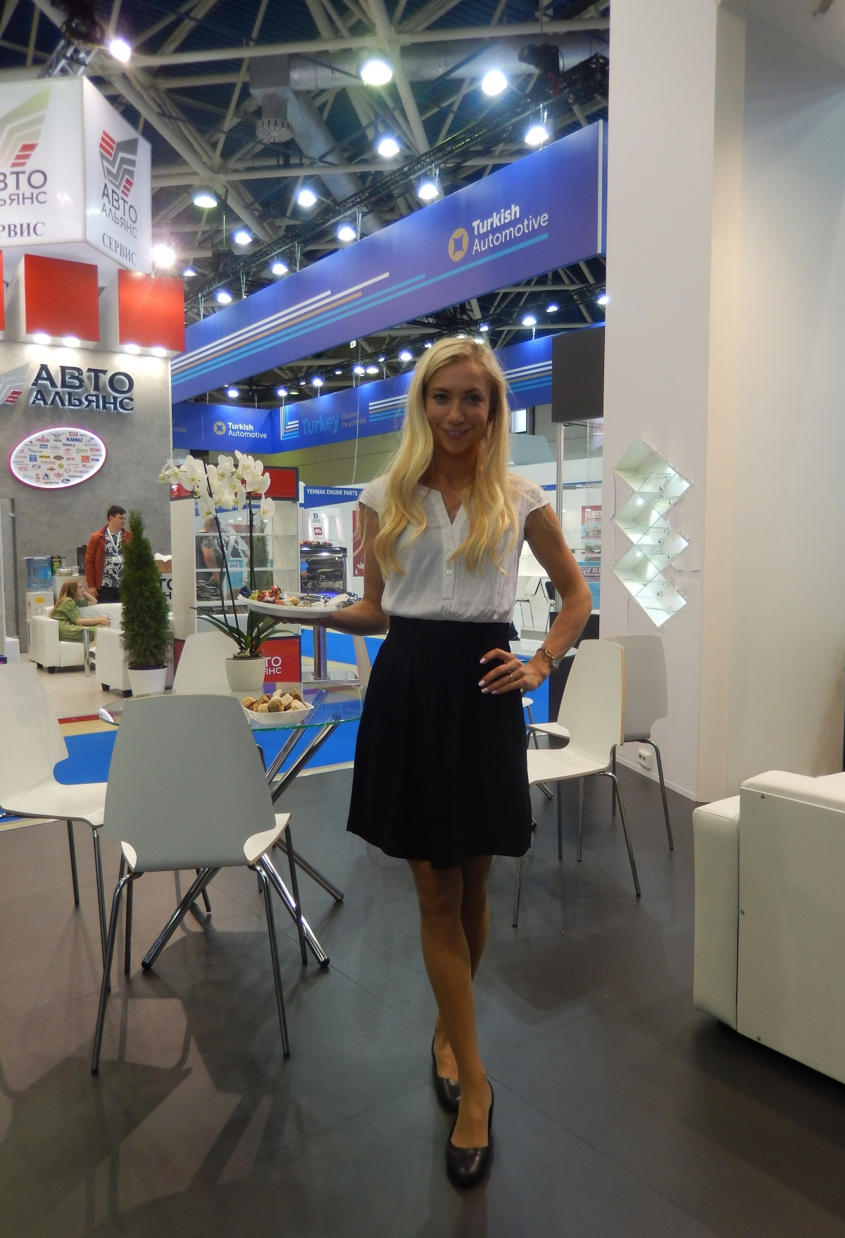 MIMS Automechanika 2019. Официантка